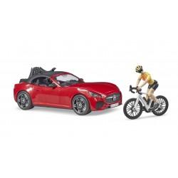 Automobilis Roadster ir dviratininkas su kelių dviračiu